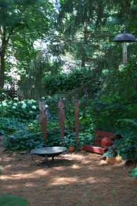 A carpet of pine needles give this garden a soft, serene feel.