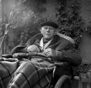 Even in his 90s, Karl Foerster enjoyed time in his garden. (1967 photo)