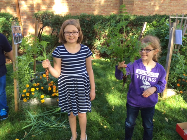 GIAB-Elim Lutheran - Two girls with carrots